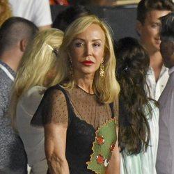 Carmen Lomana antes de empezar un concierto en el Festival Starlite de Marbella