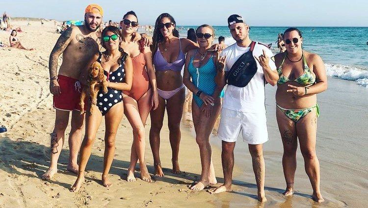 Kiko Rivera, Chabelita Pantoja, Irene Rosales, Anabel Pantoja y Omar Montes en un día de playa