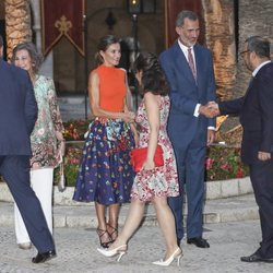 Los Reyes Felipe, Letizia y Sofía en la recepción de autoridades en el Palacio de la Almudaina
