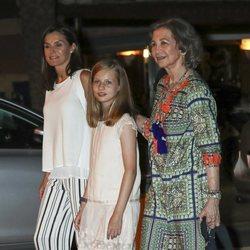 La Reina Letizia, la Princesa Leonor y la Reina Sofía en la cena por el final de la Copa del Rey de Vela 2018