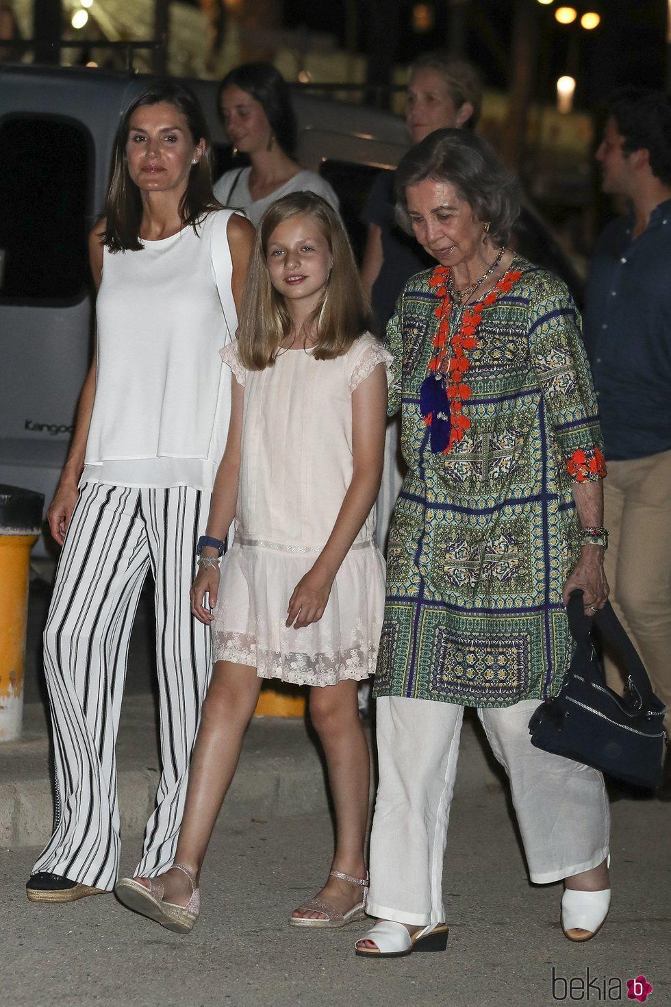 La Reina Sofía, la Princesa Leonor y la Reina Letizia en la cena por el final de la Copa del Rey de Vela 2018