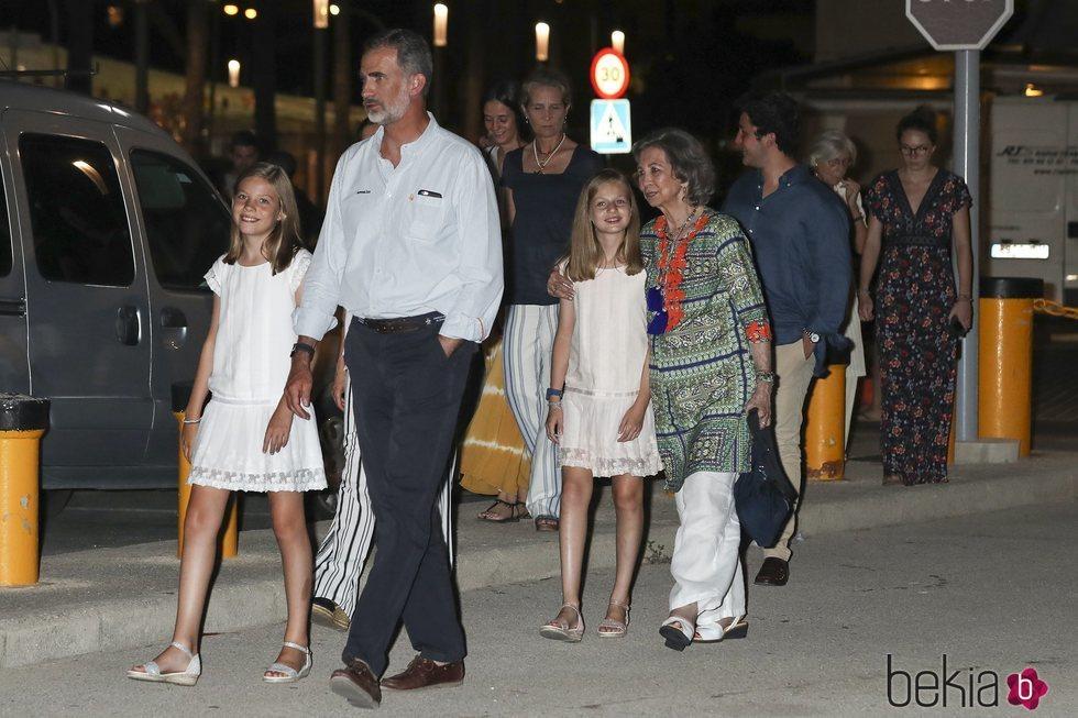 El Rey Felipe, la Princesa Leonor, la Infanta Sofia, la Reina Sofía, la Infanta Elena, Froilán y Victoria Federica en la cena por el final de la Copa del R
