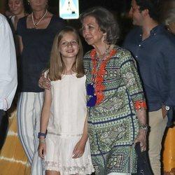 La Reina Sofía y la Princesa Leonor, muy cariñosas en la cena por el final de la Copa del Rey de Vela 2018
