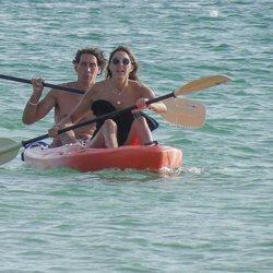 Paz Padilla y su marido Antonio Vidal en kayak en Cádiz