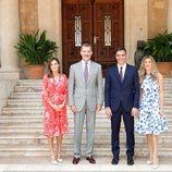 Los Reyes Felipe y Letizia con Pedro Sánchez y Begoña Gómez en su primer almuerzo juntos en Marivent