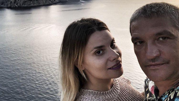 Gustavo González con María Lapiedra en Ibiza