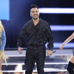 Karol G, Luis Fonsi y Paty Cantú actuando en los Billboard Latin Music Awards de 2018