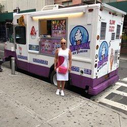 Belén Esteban posando junto a un carrito de helados durante sus vacaciones en Nueva York