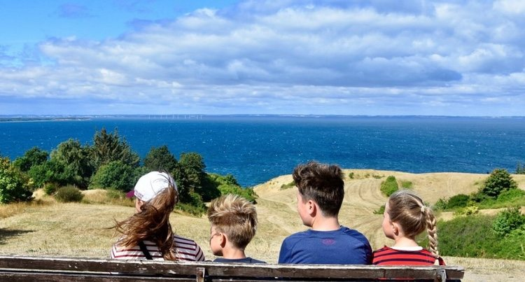 Isabel, Vicente, Christian y Josefina de Dinamarca, frente al mar