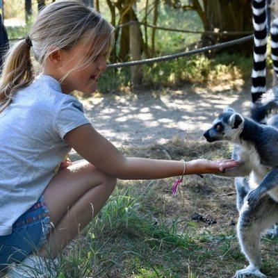 Josefina de Dinamarca con un lemur
