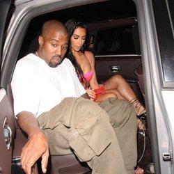 Kim Kardashian y Kanye West llegando a la fiesta del 21 cumpleaños de Kylie Jenner