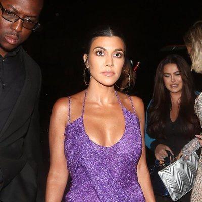 Kourtney Kardashian llegando a la fiesta del 21 cumpleaños de Kylie Jenner