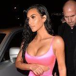 Kim Kardashian llegando a la fiesta del 21 cumpleaños de Kylie Jenner
