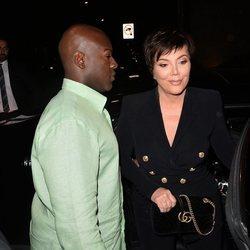 Kris Jenner y Corey Gamble llegando a la fiesta del 21 cumpleaños de Kylie Jenner