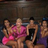 Kylie Jenner con su madre Kris y sus hermanas Khloe, Kim, Kendall y Kourtney en la fiesta de su 21 cumpleaños