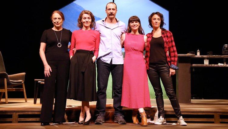 Lola Casamayor, Nuria González, Fele Martínez, Mónica Regueiro y Lucía Barrado