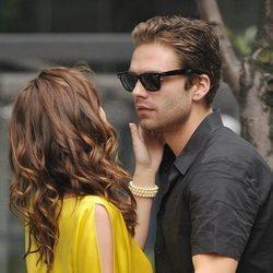 Sebastian Stan en el set de rodaje de 'Gossip Girl'