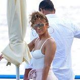 Jennifer Lopez y Alex Rodríguez caminan por Capri en sus vacaciones