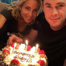 Chris Hemsworth celebrando su 35 cumpleaños con Elsa Pataky