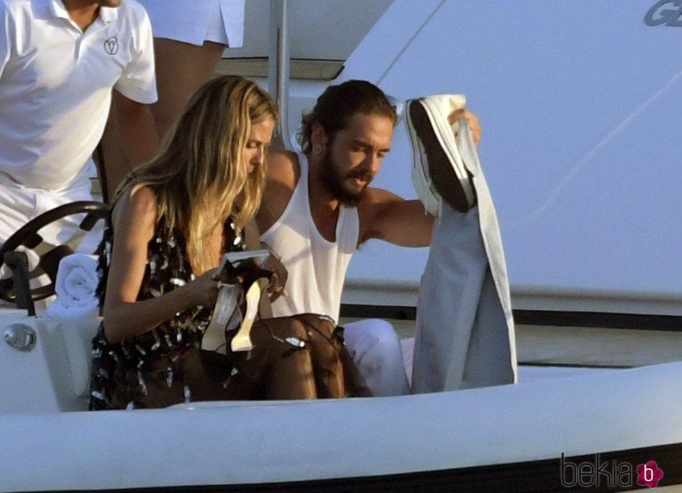 Heidi Klum y Tom Kaulitz llegaron a la Gala de Verano de Unicef en una pequeña lancha