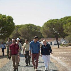Pedro Sánchez y Angela Merkel pasean por el Parque Nacional de Doñana