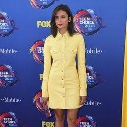 Nina Dobrev en la alfombra roja de los Teen Choice Awards 2018