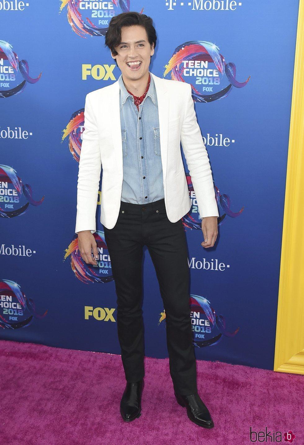 Cole Sprouse en la alfombra roja de los Teen Choice Awards 2018