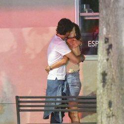 Alessandra Ambrosio con Nicolo Oddi besándose en Los Ángeles 2018