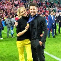 Diego Simeone y Carla Preyra celebrando la Supercopa de Europa 2018