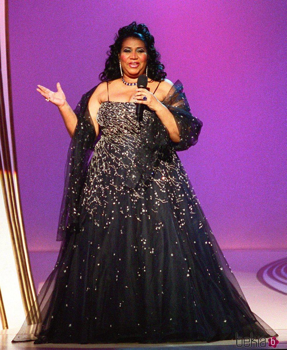 Aretha Franklin en el escenario de los premios 'Daytime Emmy' en 1999