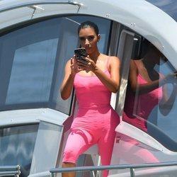 Kim Kardashian de vacaciones en un yate en Miami