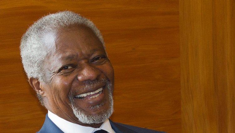 Kofi Annan después de una reunión con los líderes europeos 2012