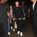 Nick Jonas y su madre tras su llegada a la India
