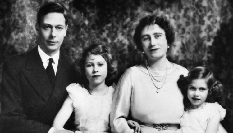 Los Reyes Jorge VI e Isabel de Inglaterra junto a sus hijas, las Princesas Isabel y Margarita