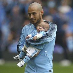 David Silva con su hijo Mateo por primera vez en un campo de fútbol