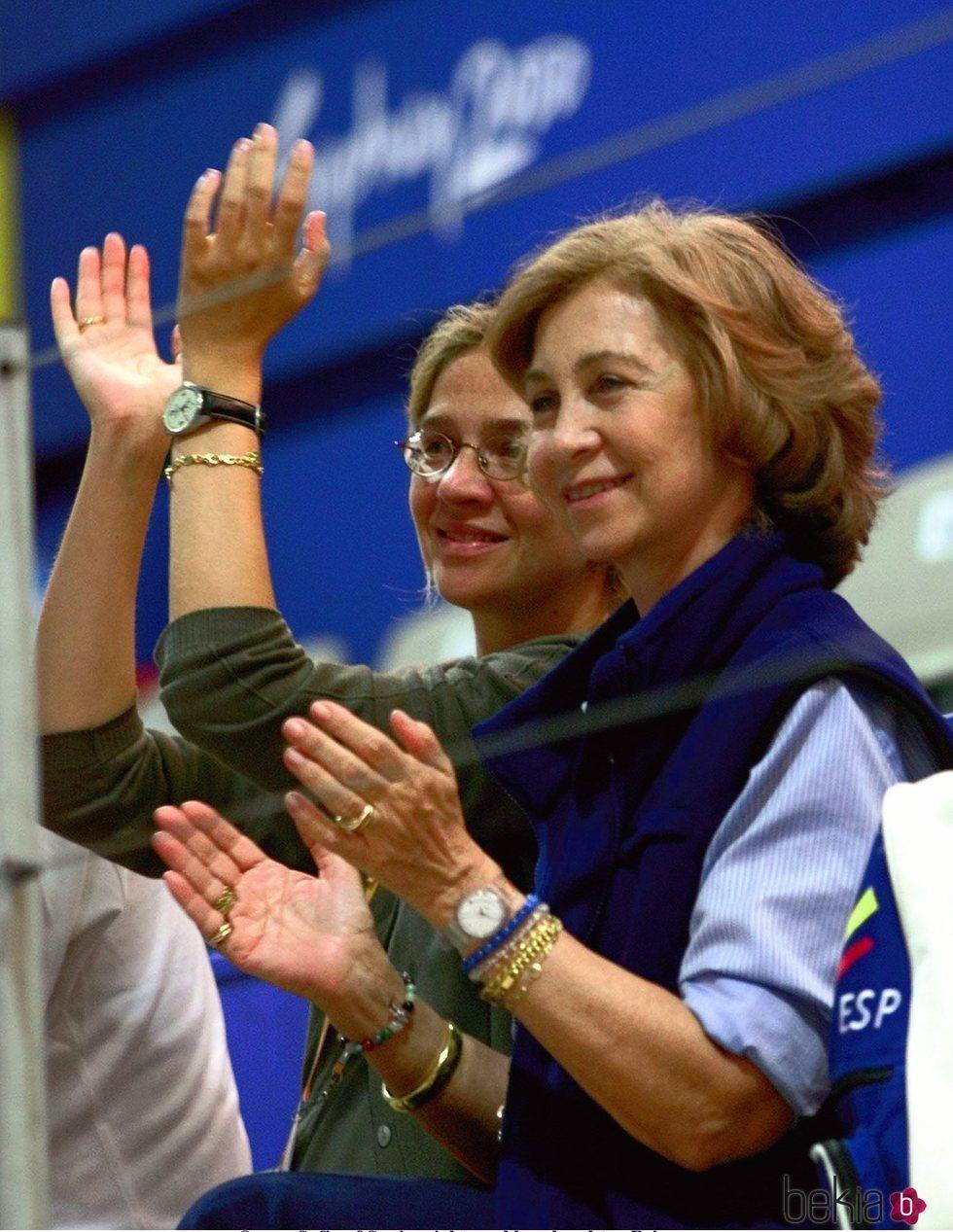 La Reina Sofía y la Infanta Cristina animando a los deportistas españoles