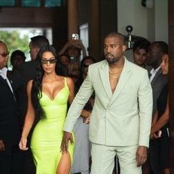 Kim Kardashian y Kanye West acudiendo a la boda de 2 Chainz en Miami