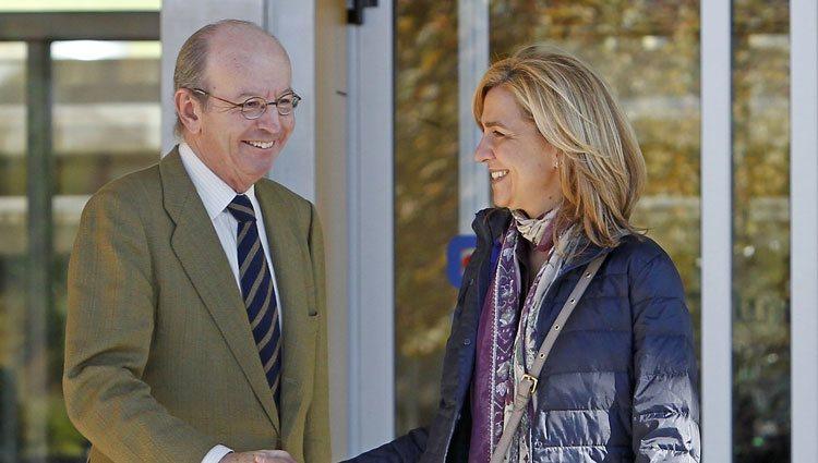 La Infanta Cristina y Rafael Spottorno saludándose