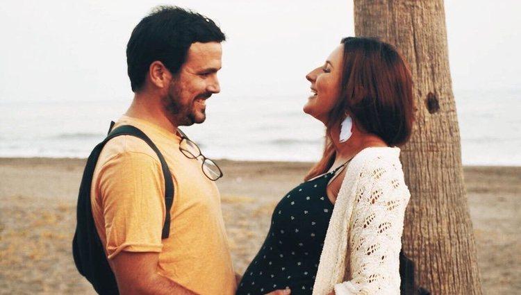 Alberto Garzón y Anna Ruiz muy felices durante sus vacaciones de verano