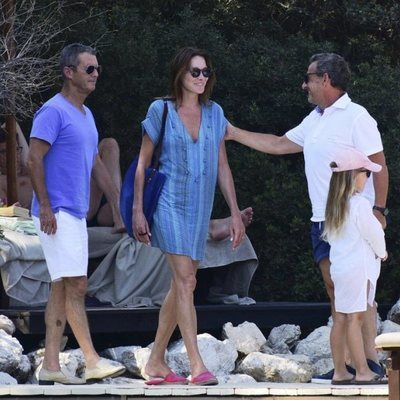 Nicolas Sarkozy y Carla Bruni comparten gestos cómplices junto a su hija Giulia en Bodrum