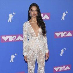 Shanina Shaik en la alfombra roja de los VMAs 2018
