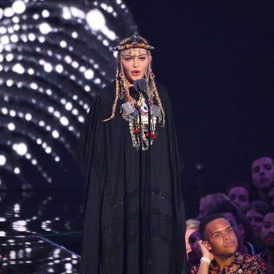 Madonna durante el tribuno a Aretha Franklin en los VMAs 2018