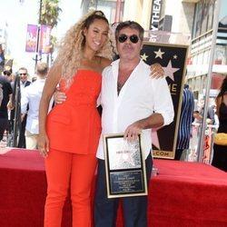 Leona Lewis acompaña a Simon Cowell en la entrega de su estrella en la Paseo de la Fama de Hollywood