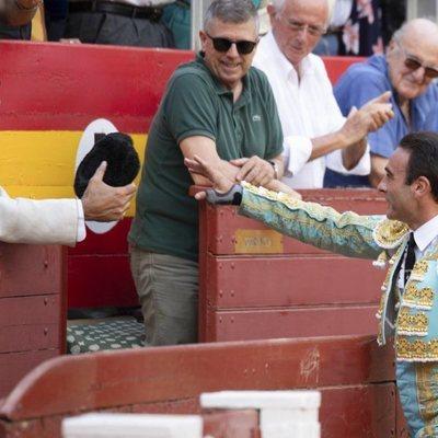 Enrique Ponce bridando un toro a Jaime de Marichalar en Almería