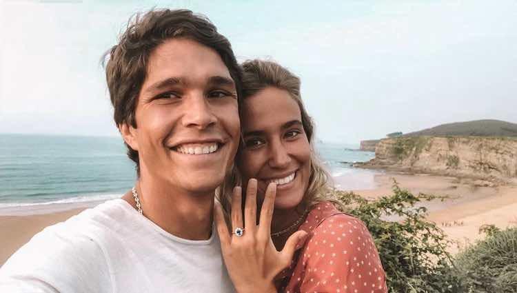 María Pombo y Pablo Castellano anunciando su boda