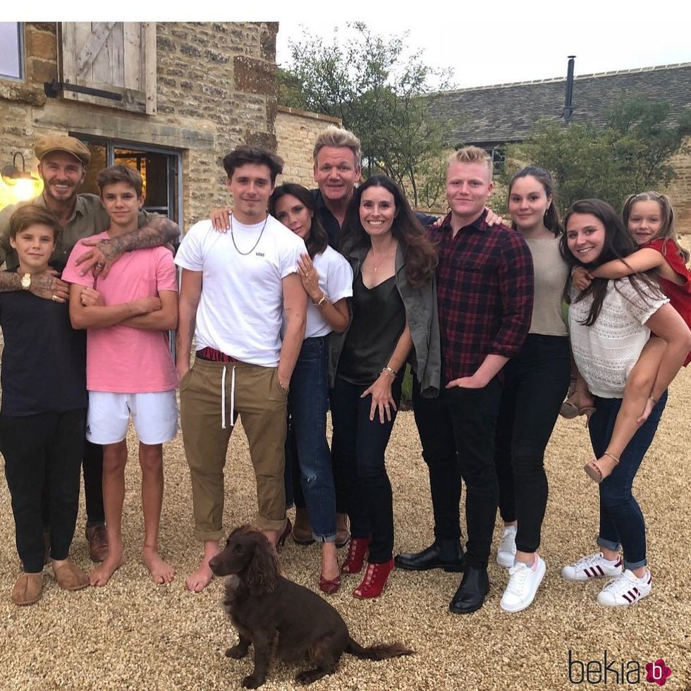 Familia Beckham y familia Ramsey en una celebración 2018