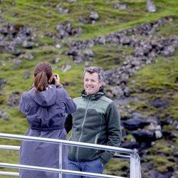 Mary de Dinamarca fotografía a Federico de Dinamarca en Islas Feroe