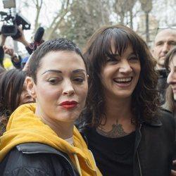 Rose McGowan y Asia Argento durante una manifestación del Metoo