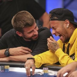 Gerard Piqué y Neymar muy unidos en un torneo de póker