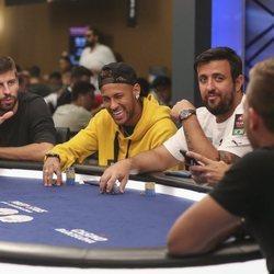 Gerard Piqué y Neymar jugando un torneo de póker benéfico en Barcelona